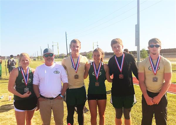 Santa Fe High School Pole Vaulters Advance to Regionals!